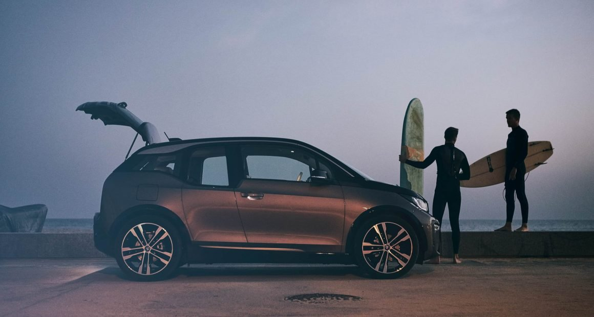 BMW i3 used surfing